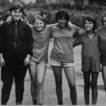 Zaigrale so na osnovnošolskem prvenstvu v Kranju. Z leve proti desni: Mija Šmid, Silva Lavtar, Mira Pfajfar, Pavla Čufar, Mojca Veber, Marjeta Pegam, Sonja Kne.